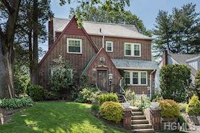481 Carol Place, Pelham, NY 10803 (MLS #4819904) :: Michael Edmond Team at Keller Williams NY Realty
