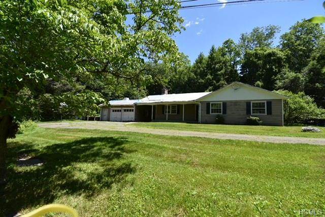 1710 E Baldwin Road, Yorktown Heights, NY 10598 (MLS #4827527) :: Mark Boyland Real Estate Team
