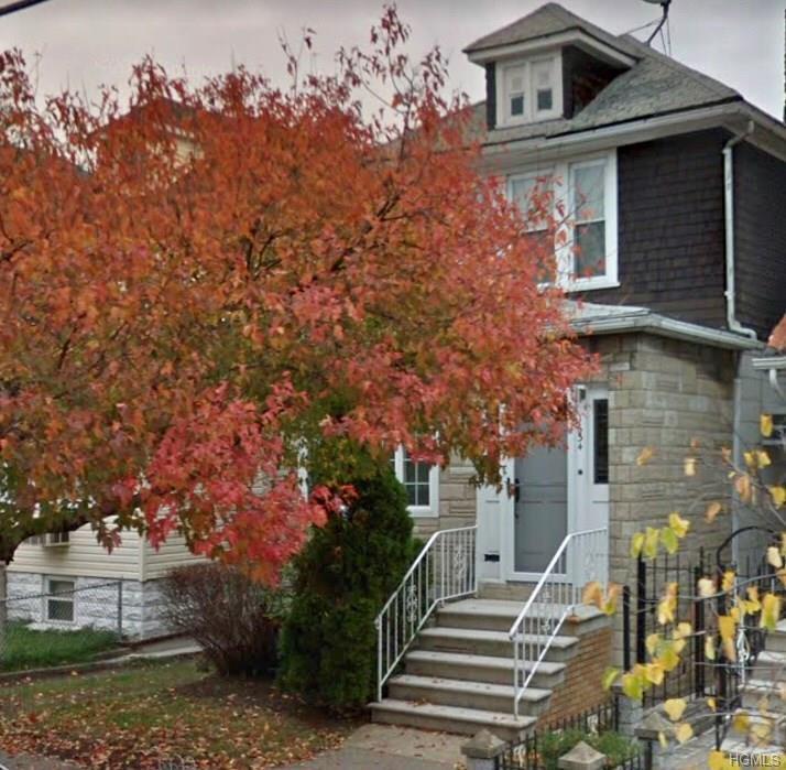 1634 Yates Avenue - Photo 1