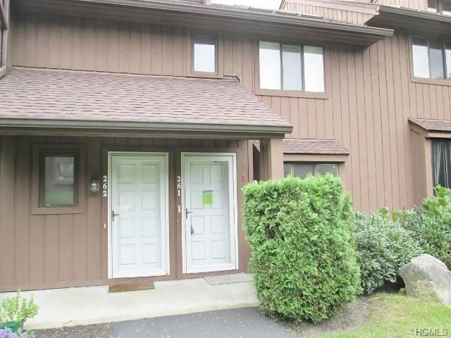 261 Old Farm Lane, Mohegan Lake, NY 10547 (MLS #4845583) :: Mark Boyland Real Estate Team
