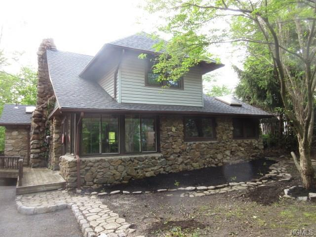 19 Bluff Avenue, Greenwood Lake, NY 10925 (MLS #4845684) :: William Raveis Baer & McIntosh