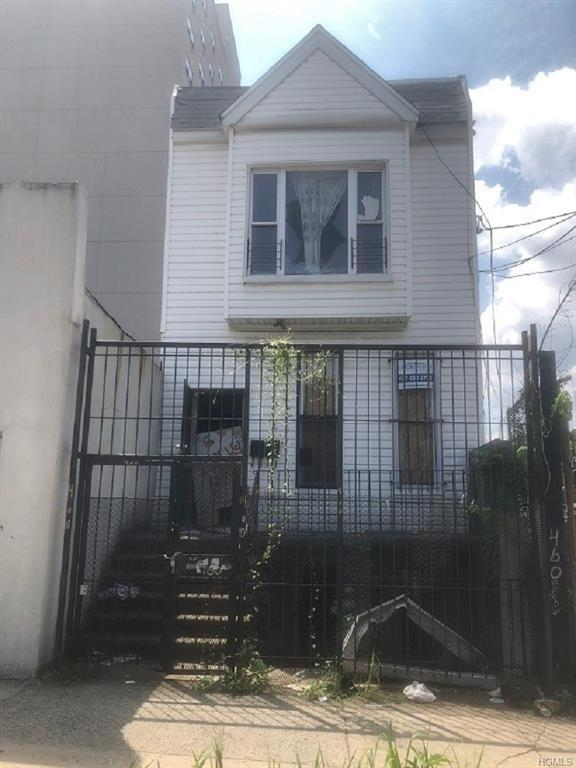 460 E 183rd Street, Bronx, NY 10458 (MLS #4853097) :: Mark Boyland Real Estate Team