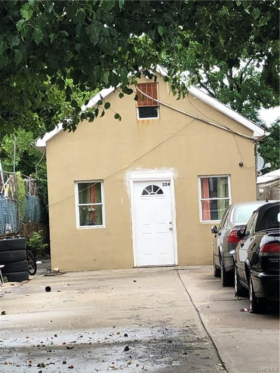 224 Betts Avenue, Bronx, NY 10473 (MLS #4967785) :: Marciano Team at Keller Williams NY Realty