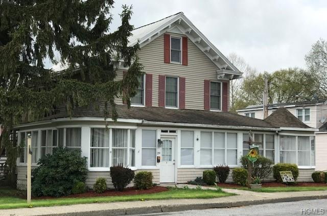 31 Wallkill Avenue, Wallkill, NY 12589 (MLS #4978204) :: The McGovern Caplicki Team