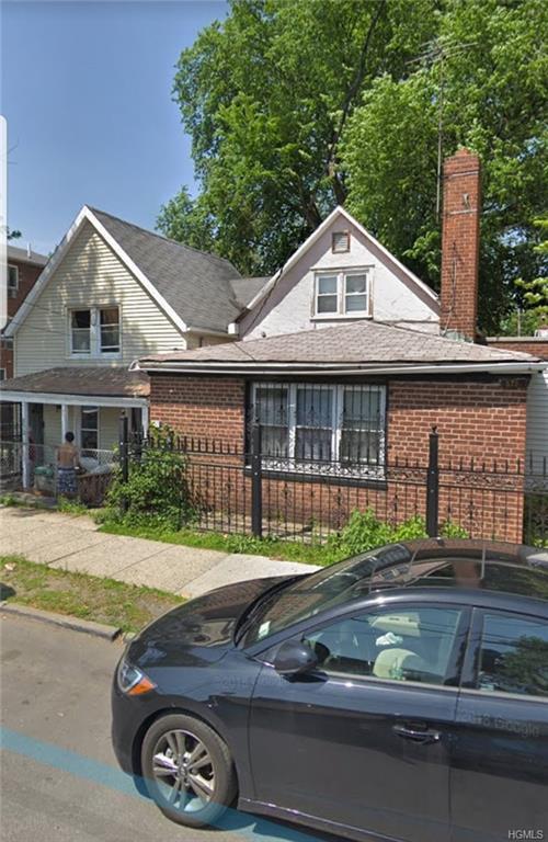 875 E 228th Street, Bronx, NY 10466 (MLS #4991332) :: The McGovern Caplicki Team