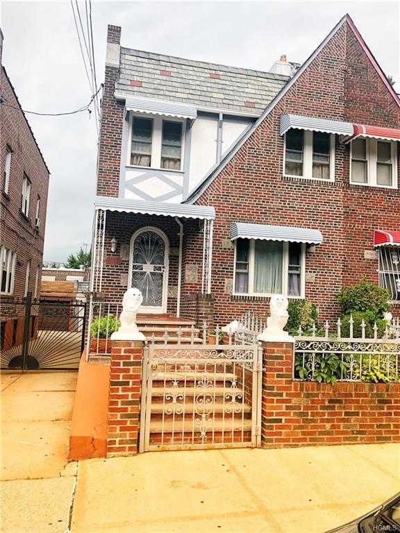 3221 Fish Avenue, Bronx, NY 10469 (MLS #5000216) :: Mark Seiden Real Estate Team