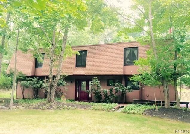 17 Dawn Lane, Airmont, NY 10901 (MLS #5014988) :: Mark Boyland Real Estate Team