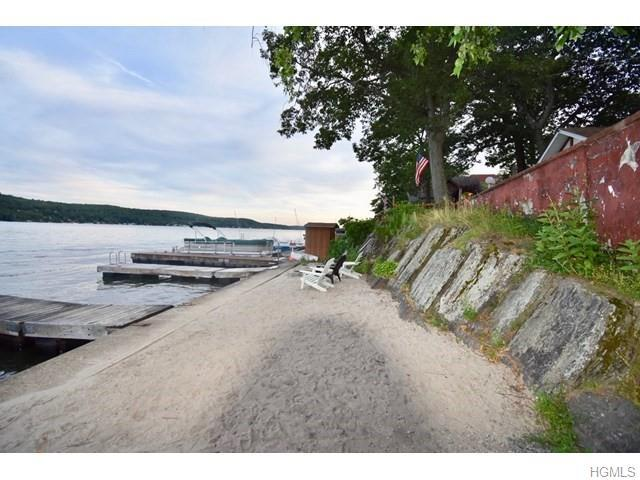 24 Woodlands Terrace, Greenwood Lake, NY 10925 (MLS #5015459) :: Mark Boyland Real Estate Team