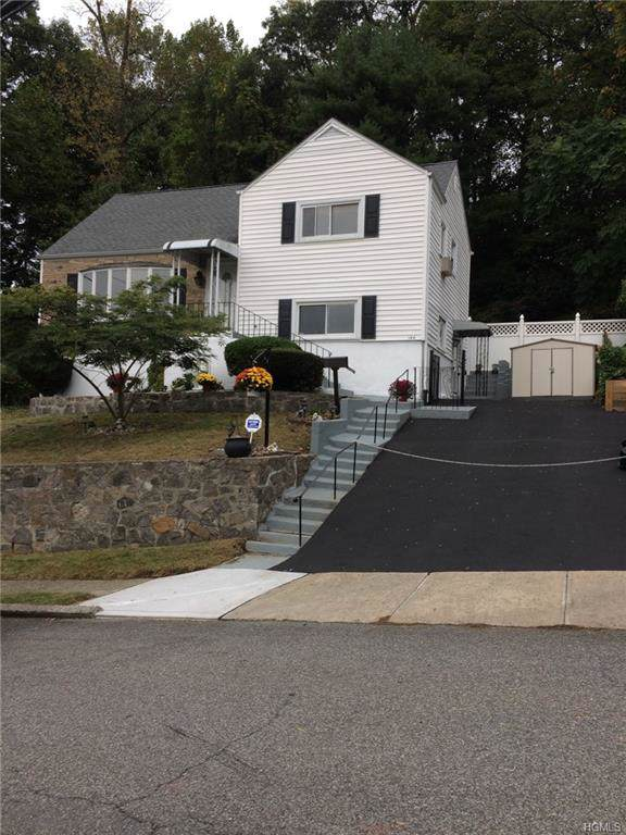 144 Candlewood Drive, Yonkers, NY 10710 (MLS #5097919) :: Mark Seiden Real Estate Team