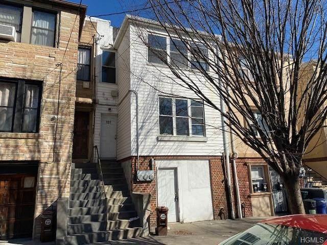 927 E 213 Street, Bronx, NY 10469 (MLS #6018218) :: Mark Boyland Real Estate Team