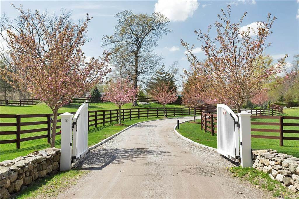 18 Schoolhouse Road - Photo 1