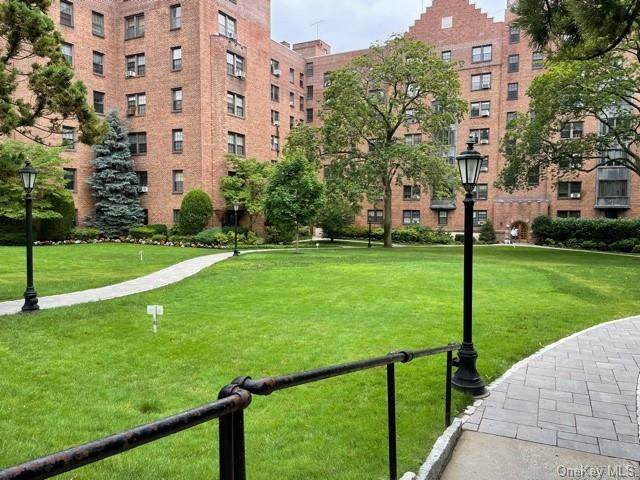 190 Garth Road 2T, Scarsdale, NY 10583 (MLS #H6014129) :: Mark Seiden Real Estate Team