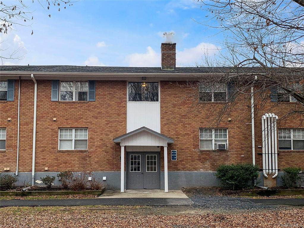 1502 Barclay Manor - Photo 1