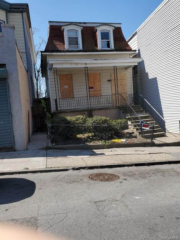 160 Elm Street, Yonkers, NY 10701 (MLS #H6042705) :: William Raveis Legends Realty Group