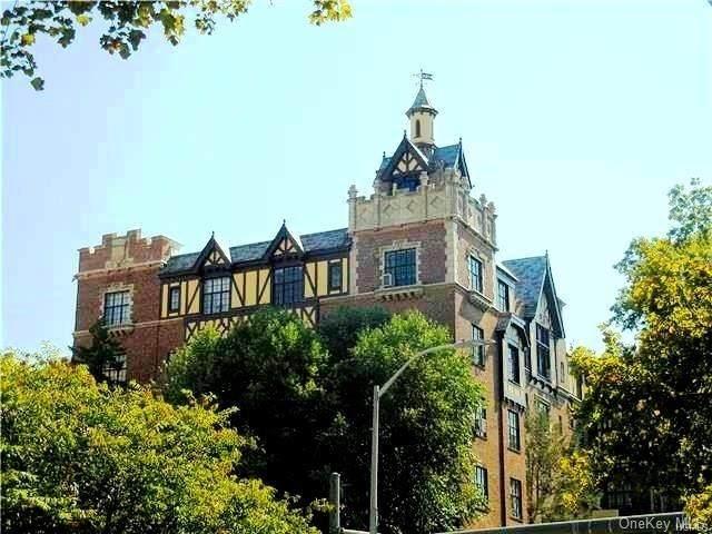 292 Main Street 5F, White Plains, NY 10601 (MLS #H6061499) :: Frank Schiavone with William Raveis Real Estate