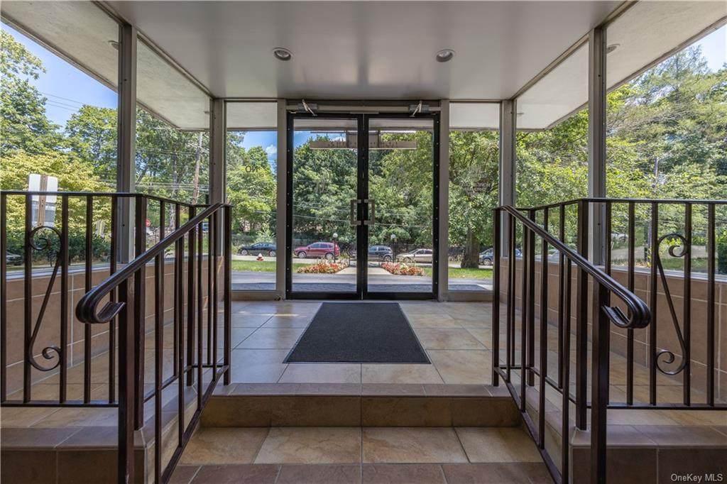 5 Oakdale Manor - Photo 1