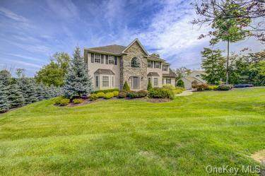 32 Twin Lakes Road, Monroe, NY 10950 (MLS #H6067966) :: Cronin & Company Real Estate