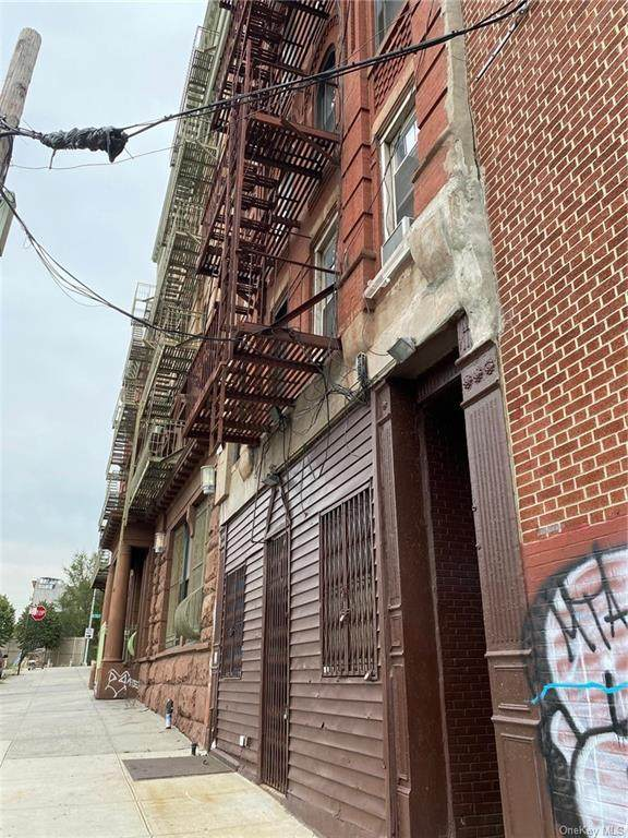 128 Willis Avenue - Photo 1