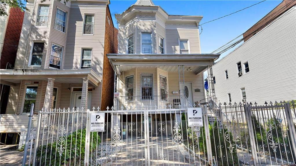 2849 Bainbridge Avenue - Photo 1