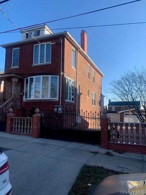 2230 Woodhull Avenue - Photo 1