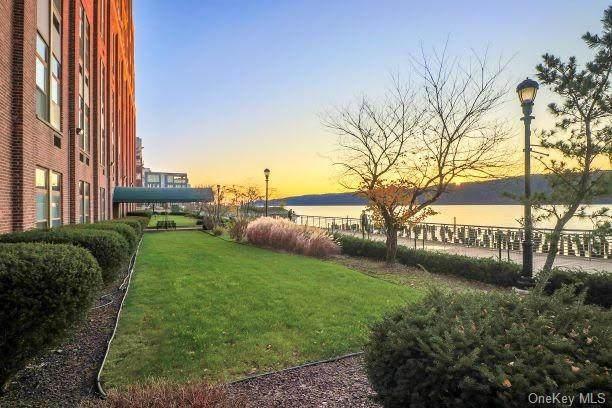 23 Water Grant Street 10C, Yonkers, NY 10701 (MLS #H6088677) :: Mark Seiden Real Estate Team