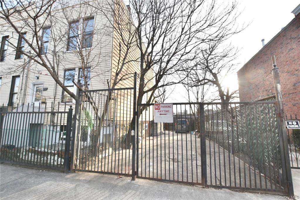 2052 Bathgate Avenue - Photo 1