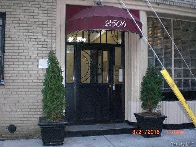 2506 Davidson Avenue - Photo 1