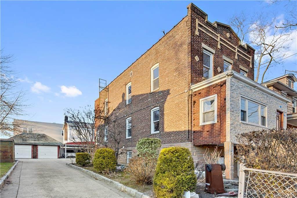 1067 Sackett Avenue - Photo 1