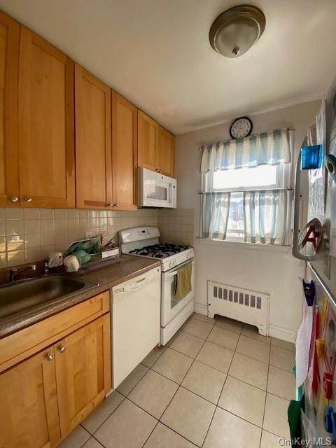46 Winchester Avenue 1A, Yonkers, NY 10710 (MLS #H6099933) :: Frank Schiavone with William Raveis Real Estate