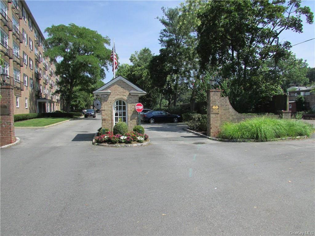4 Consulate Drive - Photo 1