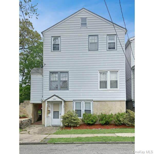 209 Lincoln Avenue, Yonkers, NY 10704 (MLS #H6102226) :: Mark Boyland Real Estate Team