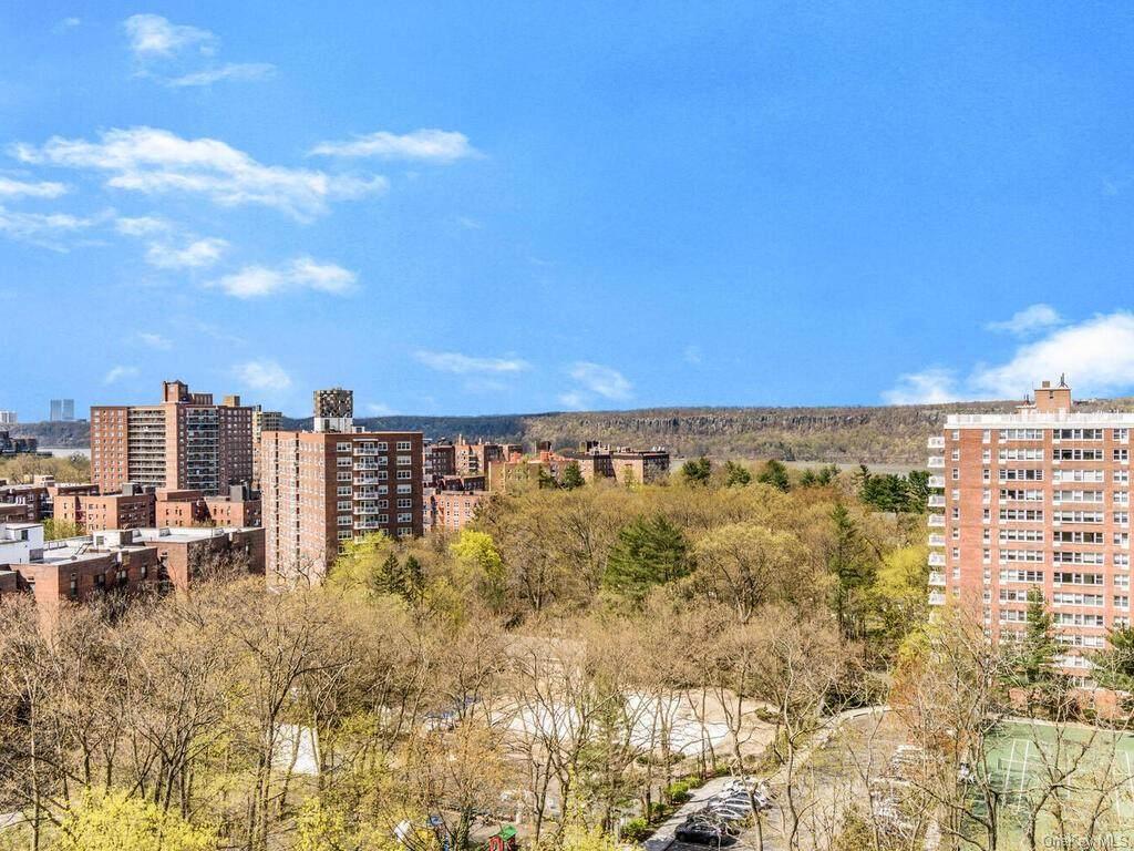4525 Henry Hudson Parkway - Photo 1