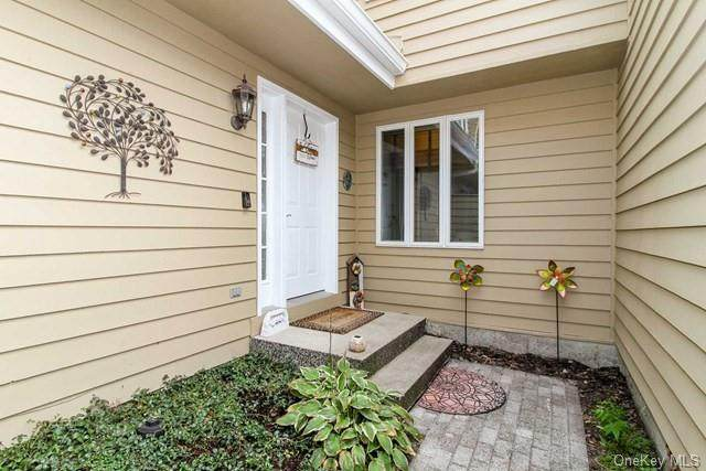 218 Aspen Terrace, Poughkeepsie, NY 12601 (MLS #H6108598) :: Barbara Carter Team