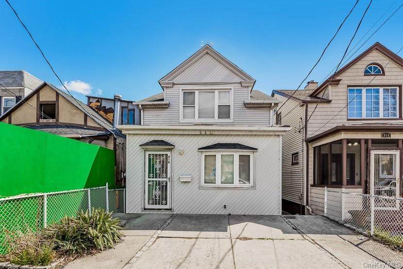 916 Clarence Avenue - Photo 1