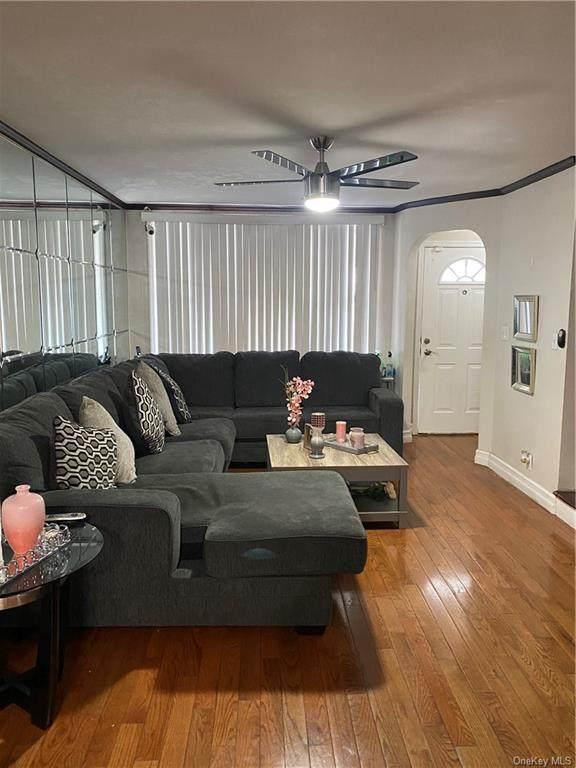 3240 Seymour Avenue, Bronx, NY 10469 (MLS #H6110897) :: Cronin & Company Real Estate