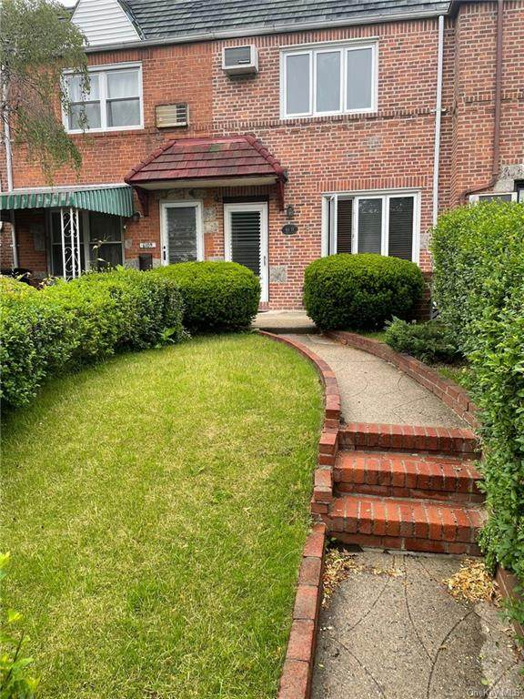 61-11 77th Place, Middle Village, NY 11379 (MLS #H6120885) :: Carollo Real Estate