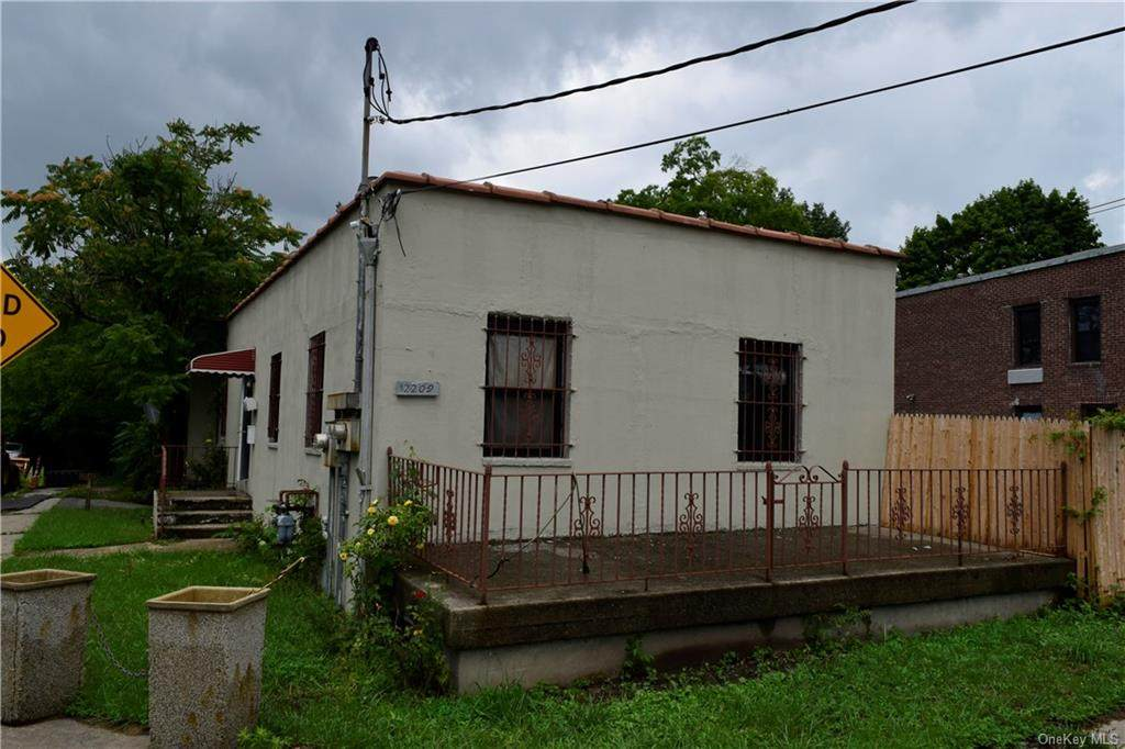 2209 De Reimer Avenue - Photo 1