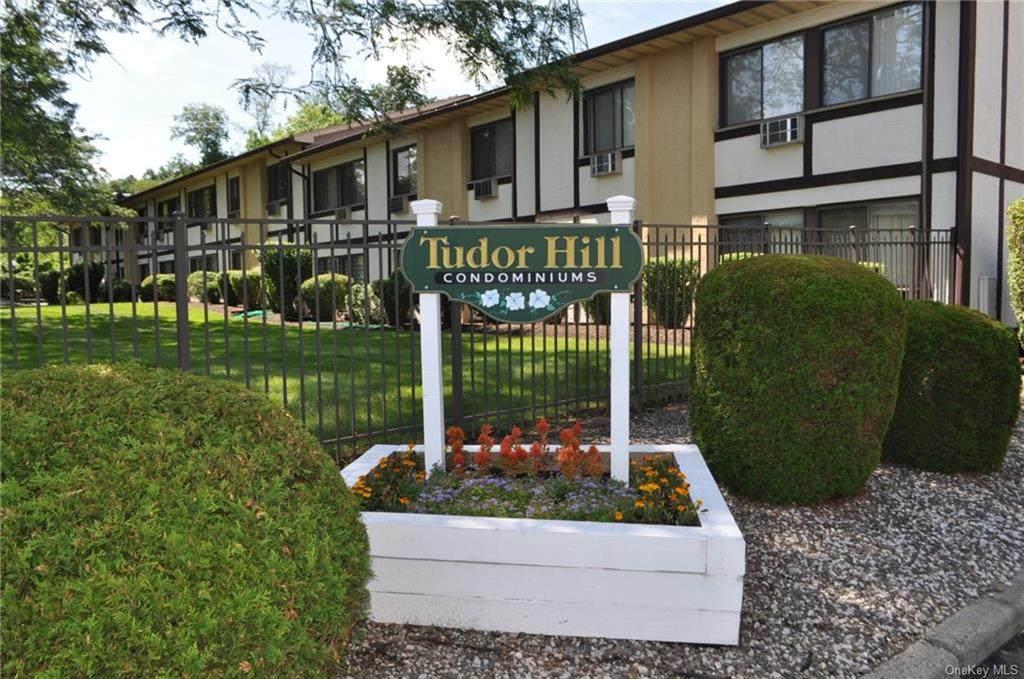 714 Tudor Hill - Photo 1
