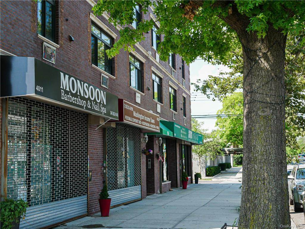 4011 Bronxwood Avenue - Photo 1