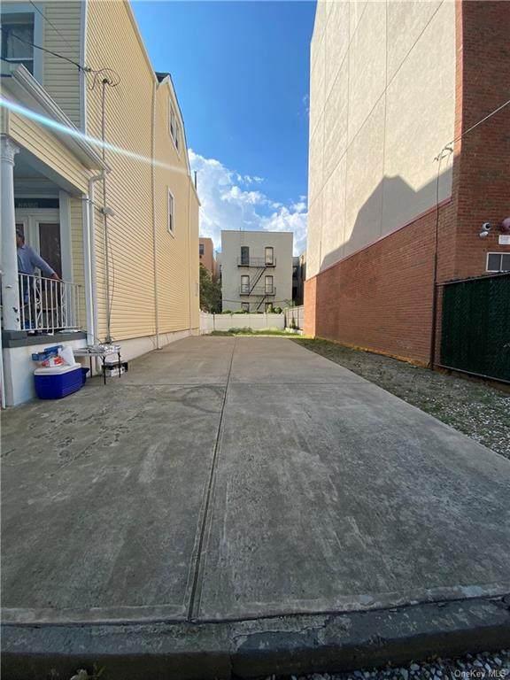 2261 Bathgate Avenue, Bronx, NY 10457 (MLS #H6143646) :: Barbara Carter Team