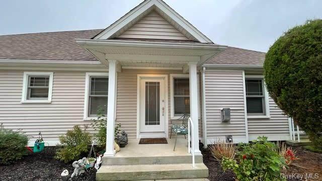 10 White Oak Court #10, Coram, NY 11727 (MLS #H6148666) :: Signature Premier Properties