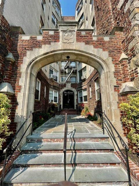 305 Sixth View 1B, Pelham, NY 10803 (MLS #H6149873) :: Mark Boyland Real Estate Team