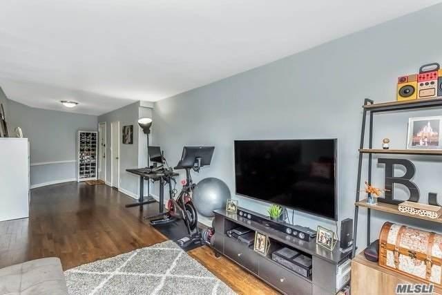 15 Canterbury Road C20, Great Neck, NY 11021 (MLS #3218882) :: Nicole Burke, MBA   Charles Rutenberg Realty