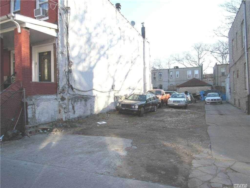 683 Cleveland St - Photo 1