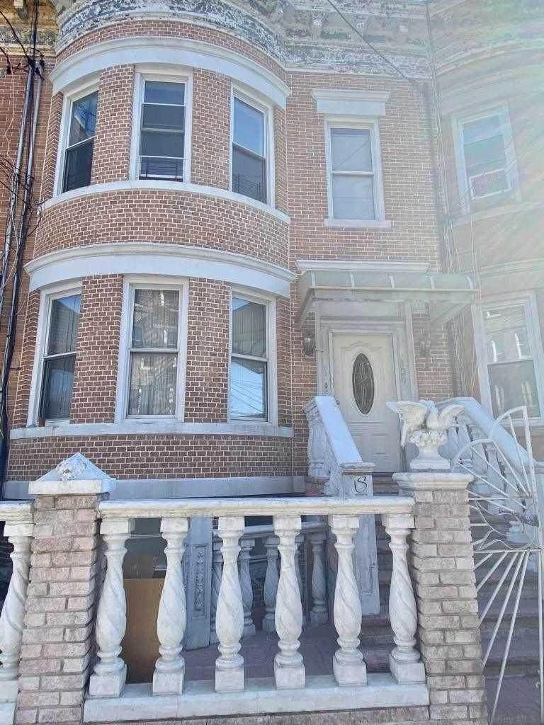 129 Grant Avenue - Photo 1