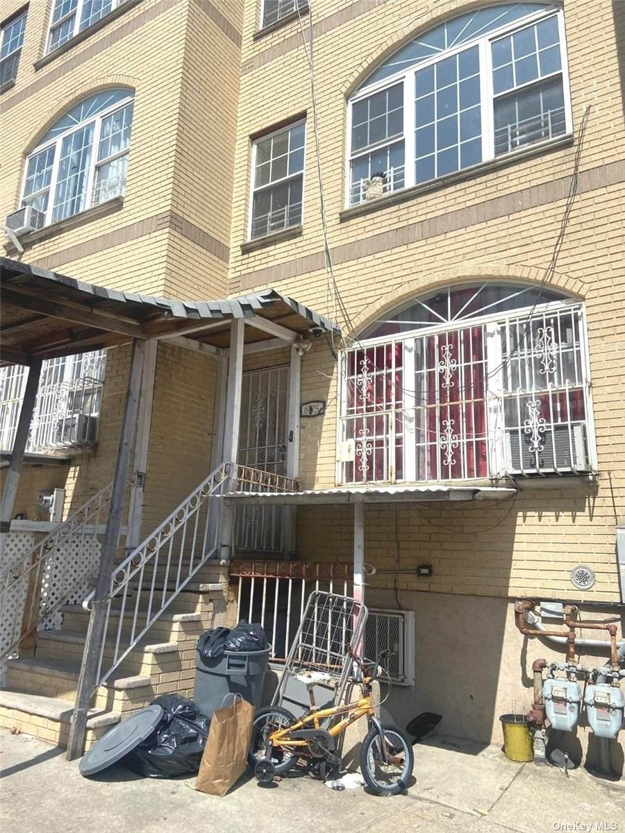 875 175 Street - Photo 1