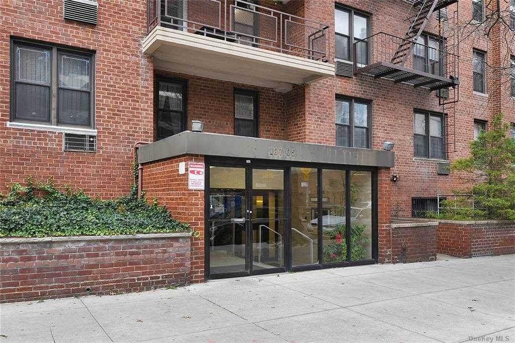 137-05 Franklin Avenue - Photo 1