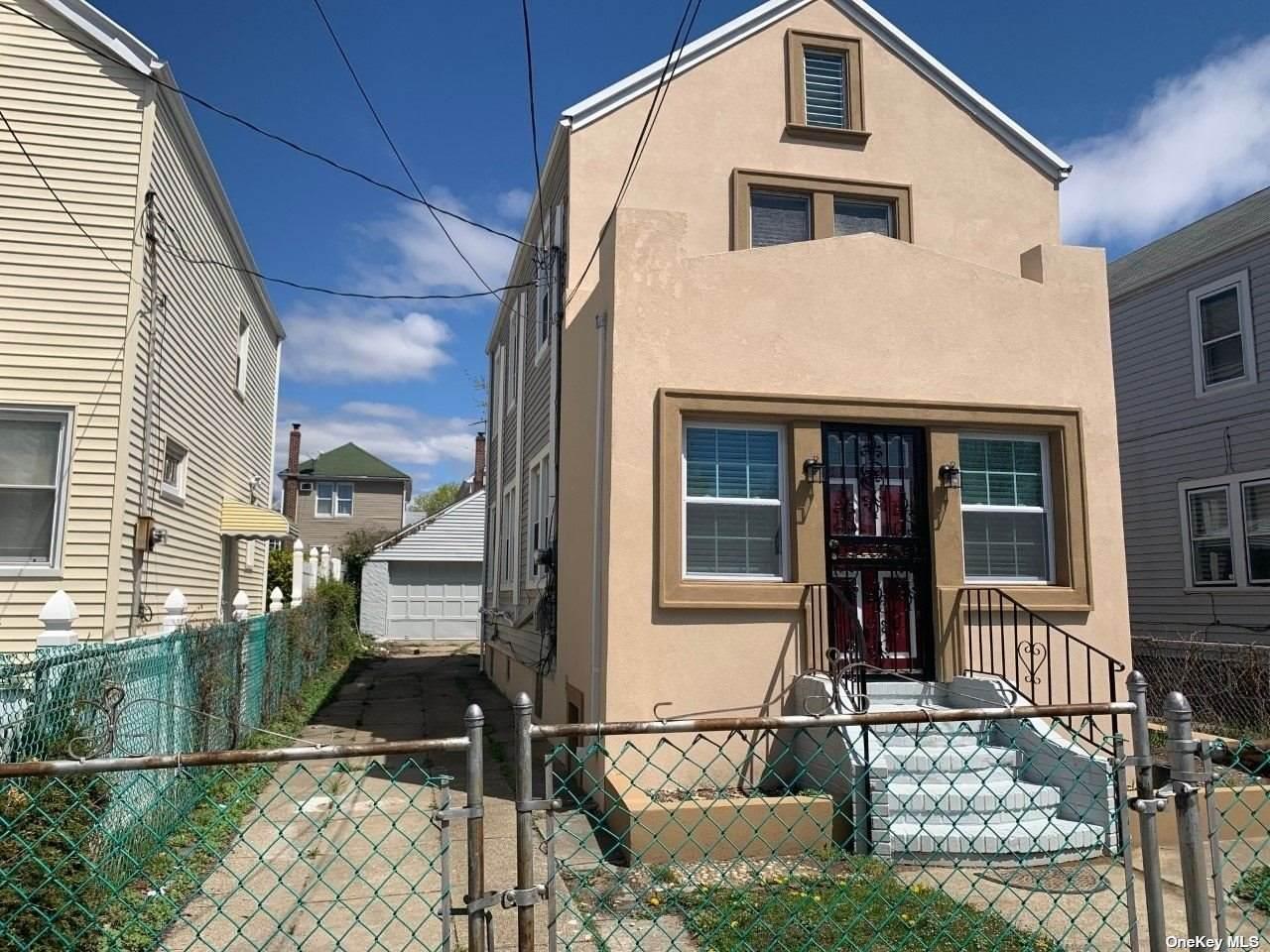 122-53 Nellis Street - Photo 1