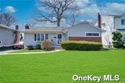 576 Haddon Lane, East Meadow, NY 11554 (MLS #3304962) :: Signature Premier Properties