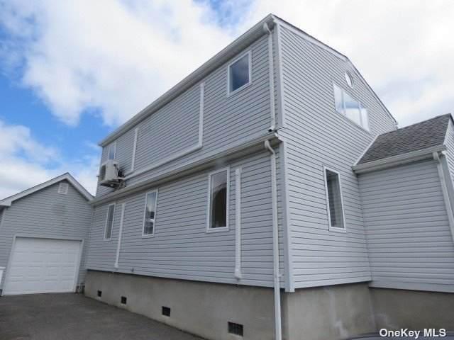 828 S 8th Street, Lindenhurst, NY 11757 (MLS #3308584) :: Cronin & Company Real Estate